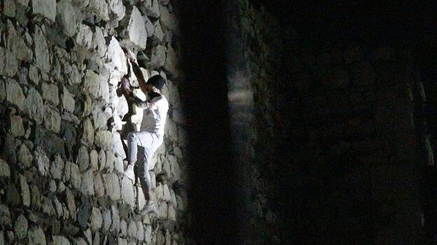 Çorum Kalesi'ne gece tırmanışını polis engelledi!