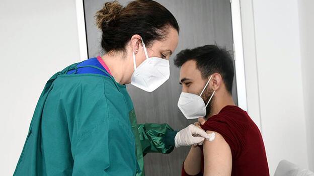 Doç. Dr. Altıntaş: Koronavirüs aşısı öncesi ve sonrası 6 saat uyuyun