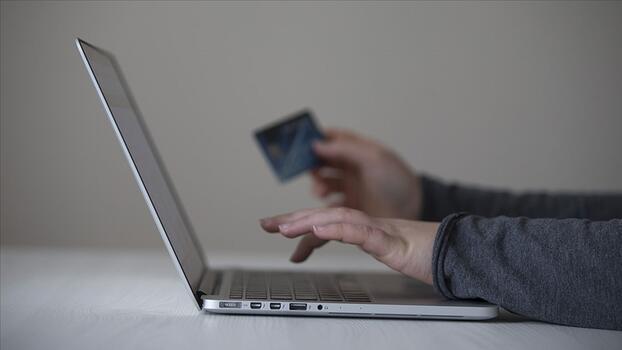 """E-ticaret müşterisi salgın döneminde en çok """"moda"""" alışverişi yaptı"""