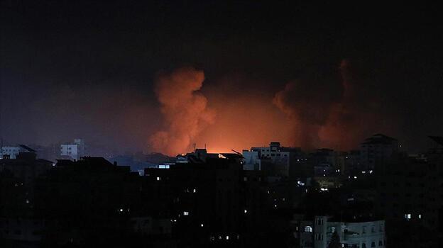 İsrail Gazze'de bakanlık binalarını vurdu