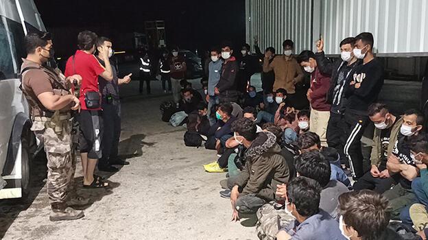 Balık istifi 66 kaçak göçmen taşınmasına 2 tutuklama