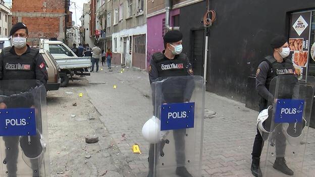 Gaziosmanpaşa'da mahalle kavgası kanlı bitti! 1'i kadın 3 kişi yaralandı