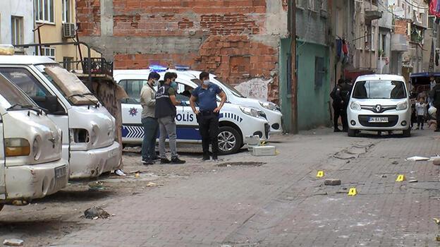 Gaziosmanpaşa'da mahalle kavgası kanlı bitti: 3 yaralı