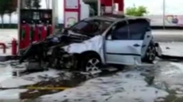 İstanbul'da feci kaza! Kontrolden çıkıp akaryakıt istasyonuna girdi