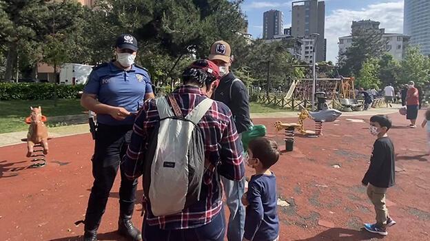 Kadıköy'de tam kapanmanın son gününde parka polis baskını!