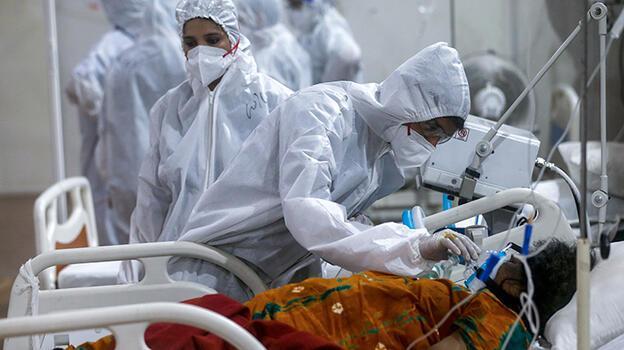 Koronavirüs Hindistan'ı kasıp kavuruyor, vaka sayısı 25 milyon sınırında