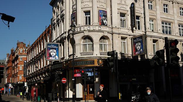 İngiltere'de sinema ve tiyatrolar 132 gün sonra açıldı