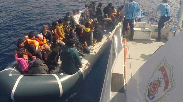Çanakkale açıklarında 80 düzensiz göçmen kurtarıldı