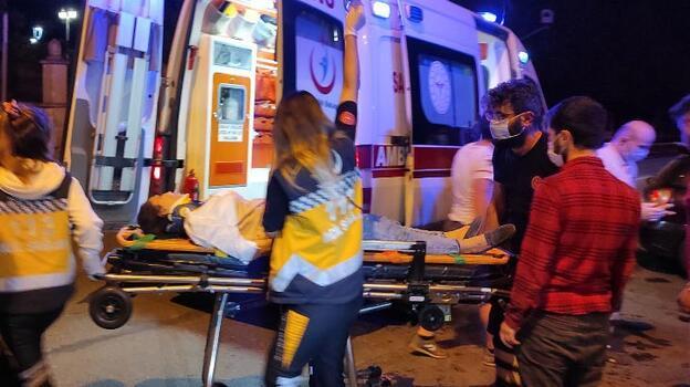 Zeytinburnu'nda iki otomobil çarpıştı: 4 yaralı