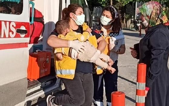 Balkondan düşen çocuk, yaralandı
