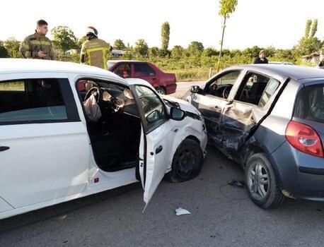 Bursa'da iki otomobilin çarpıştığı kazada bir kişi yaralandı