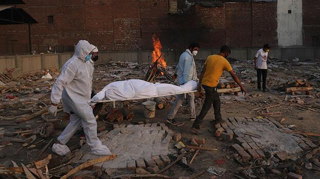 Hindistan'da korkunç rekor! Bir günde 4 bin 329 ölüm