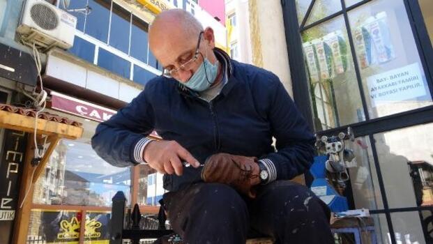 Tam kapanmanın sona ermesiyle ayakkabı tamircilerinin de işleri arttı