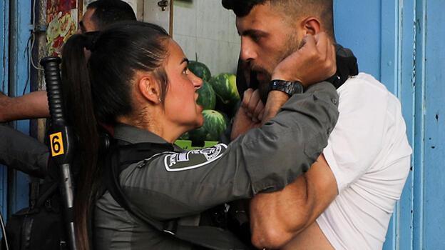 İsrail polisi Filistinlilere saldırdı
