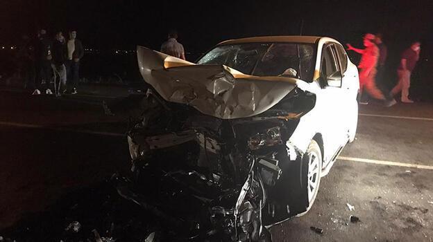 Karşı yönlerden gelen araçlar çarpıştı! 1 ölü, 4 yaralı...