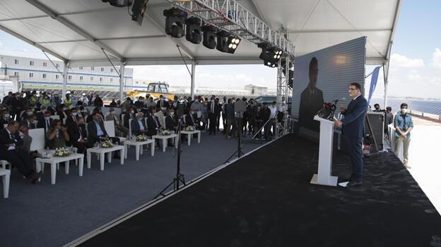 Bakan Dönmez, Türkiye'nin yenilenebilir enerjinin merkezi olacağını söyledi