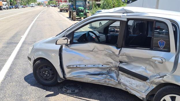 Malatya'da iki otomobil çarpıştı: 3 yaralı