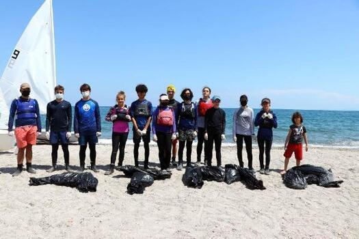 Tekirdağ'da yelken sporcuları çöp topladı