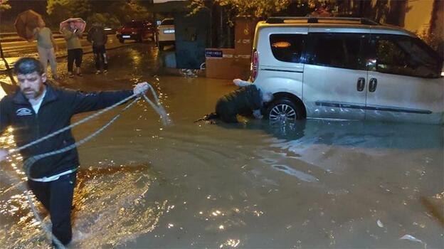 Bursa'da zor anlar! Sokaklar göle döndü