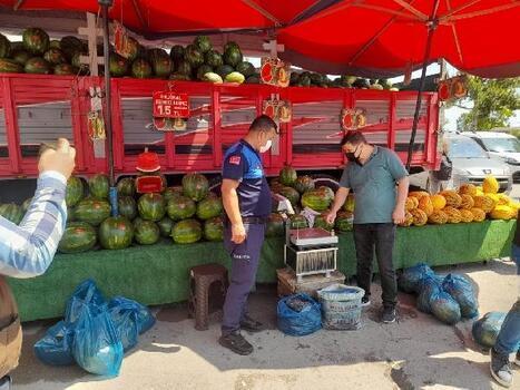 Samsun'da semt pazarlarında terazi denetimi yapıldı