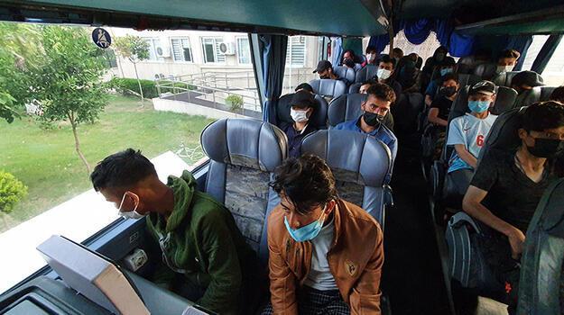 Yolcu otobüsünde 45 kaçak göçmen yakaladı!