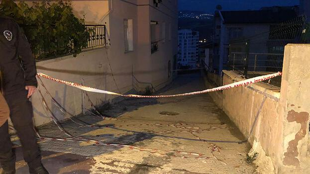 İnşaat nedeniyle göçük oluşan 3 katlı apartman tahliye edildi