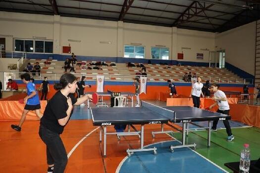 Marmara Belediyeleri Masa Tenisi Turnuvası'nın ilk etabına yoğun ilgi