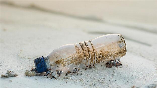 Plastik şişe içindeki notla Atlas Okyanusu'nu geçti
