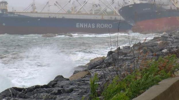 Kartal'da sürüklenen gemi kıyıdaki gemiye yaslandı
