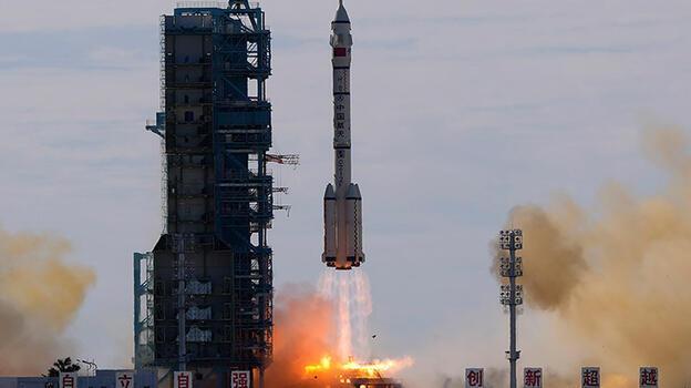 Çin, uzay istasyonuna ilk astronot ekibini gönderdi