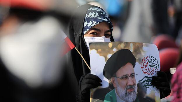 İran'da halk yarın sandık başına gidecek