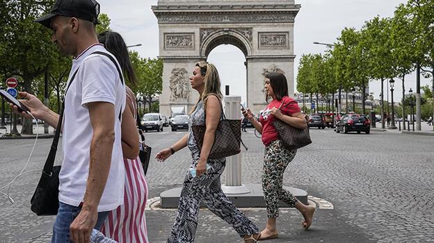 Fransa'da son 24 saatte 2 bin 786 Kovid-19 vakası tespit edildi