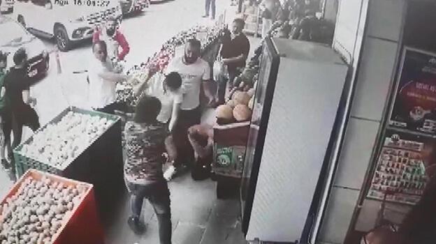 Esenyurt'ta 3 kişi, tartıştıkları kişiyi, tekme tokat dövdü