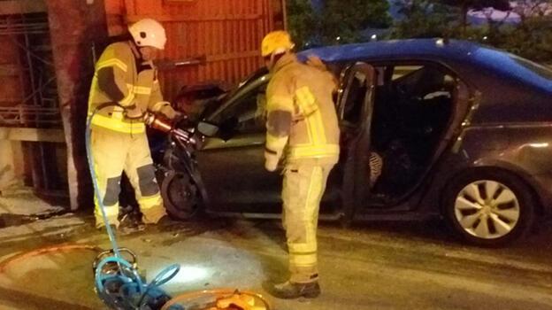 Bursa'da otomobil devrilen TIR'a çarptı: 1 ölü, 2 yaralı