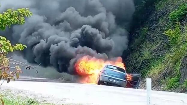 Bartın'da otomobil alev alev yandı
