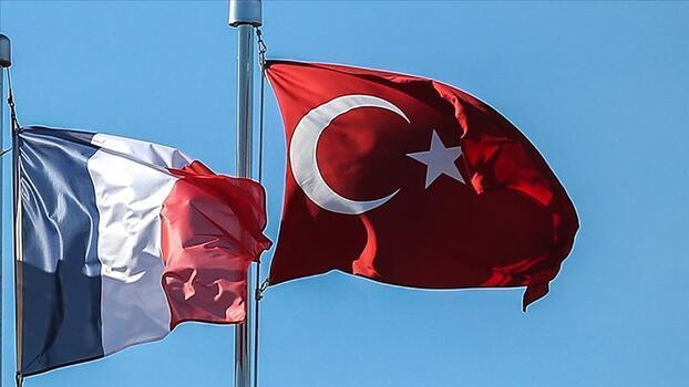 'Türkiye'den Fransa'ya seyahat edecek yolcuların karantina şartı kaldırıldı'