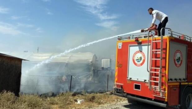 Osmaniye'de yerleşim yeri yakınlarındaki serada yangın