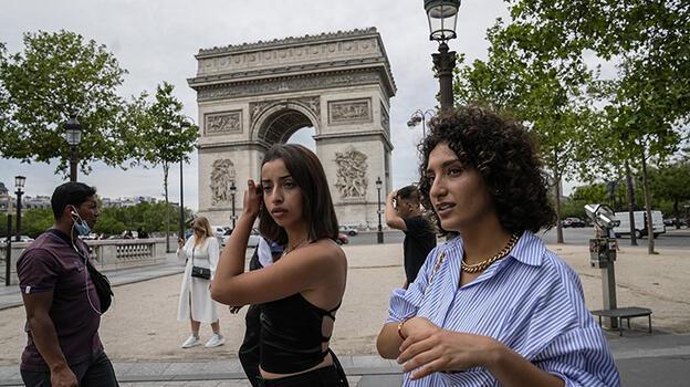 Fransa'da son 24 saatte 2 bin 439 Kovid-19 vakası tespit edildi