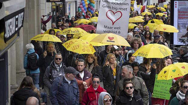 Hollanda'da kapalı alanlarda maske zorunluluğu kalkıyor