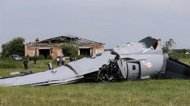 Rusya'da paraşütçüleri taşıyan uçak düştü: 9 ölü