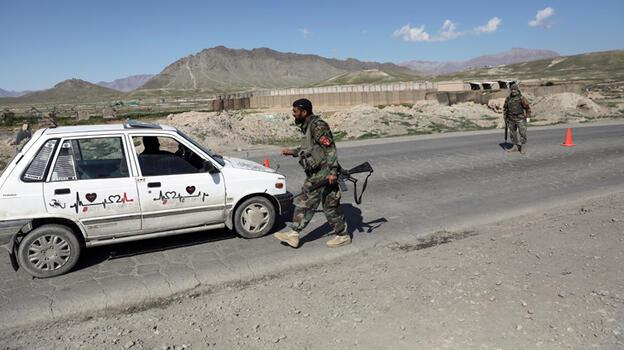 Afganistan'da Taliban iki ilçeyi ele geçirdi
