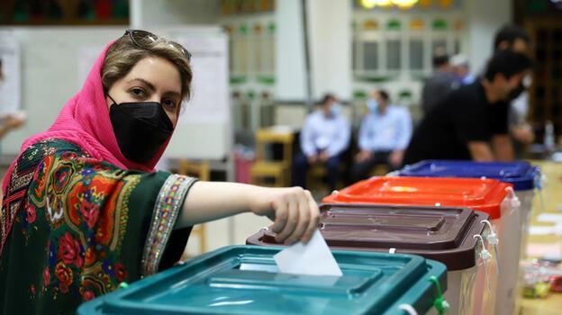 İran'da seçimlere katılım yüzde 48! Devrimden bu yana en düşük seviye