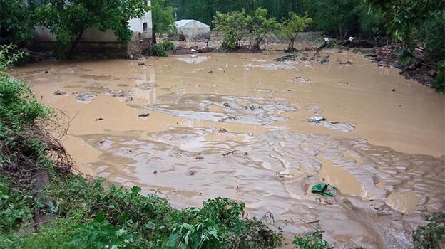 Kütahya'da sağanak nedeniyle 2 köyde sel