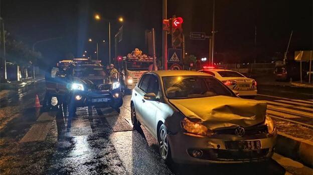 Jandarma ekip otosu otomobille çarpıştı