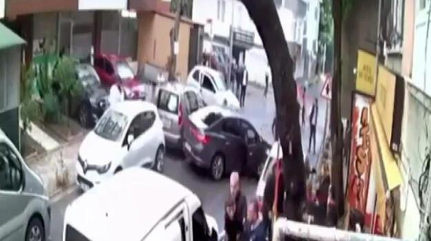 Kartal'da aşırı hızlı otomobilin sürücüsü caddeyi birbirine kattı