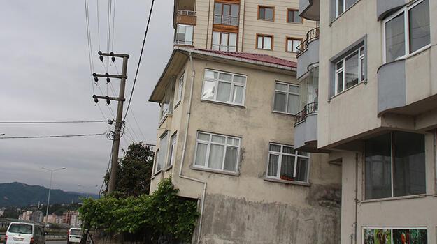 Rize'de eğik 3 katlı bina için önlem talebi