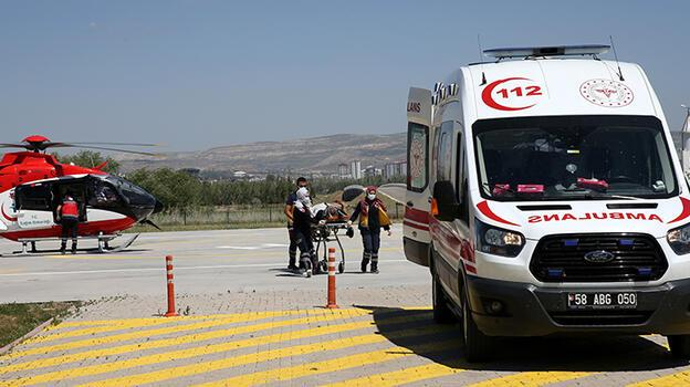 Sivas'ta istinat duvarına çarpan otomobil devrildi: 2 ölü, 2 yaralı