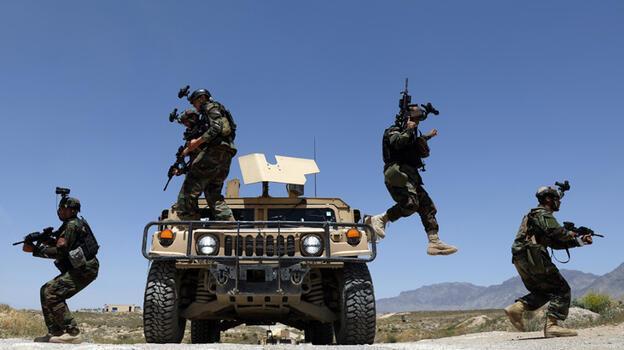 Taliban Afganistan'da ilerliyor! Dört ilçe daha el değiştirdi