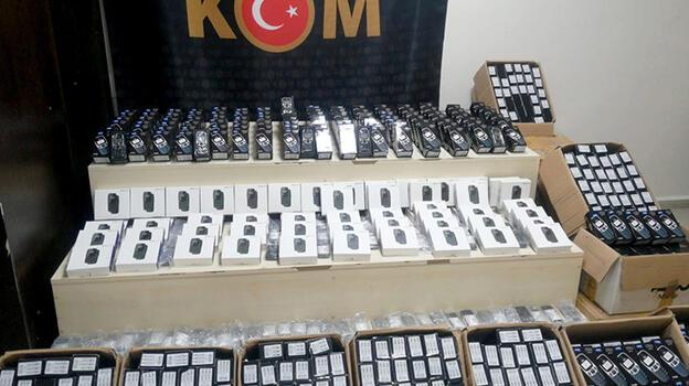 İzmir'de 3 bin 810 kaçak cep telefonu ele geçirildi