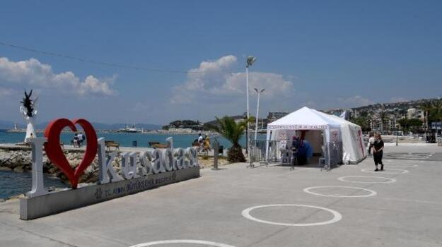 Ünlü tatil beldesi Kuşadası'nda aşı çadırı kuruldu